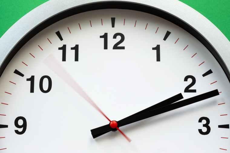 aiguilles d une horloge analogique cadran chiffres